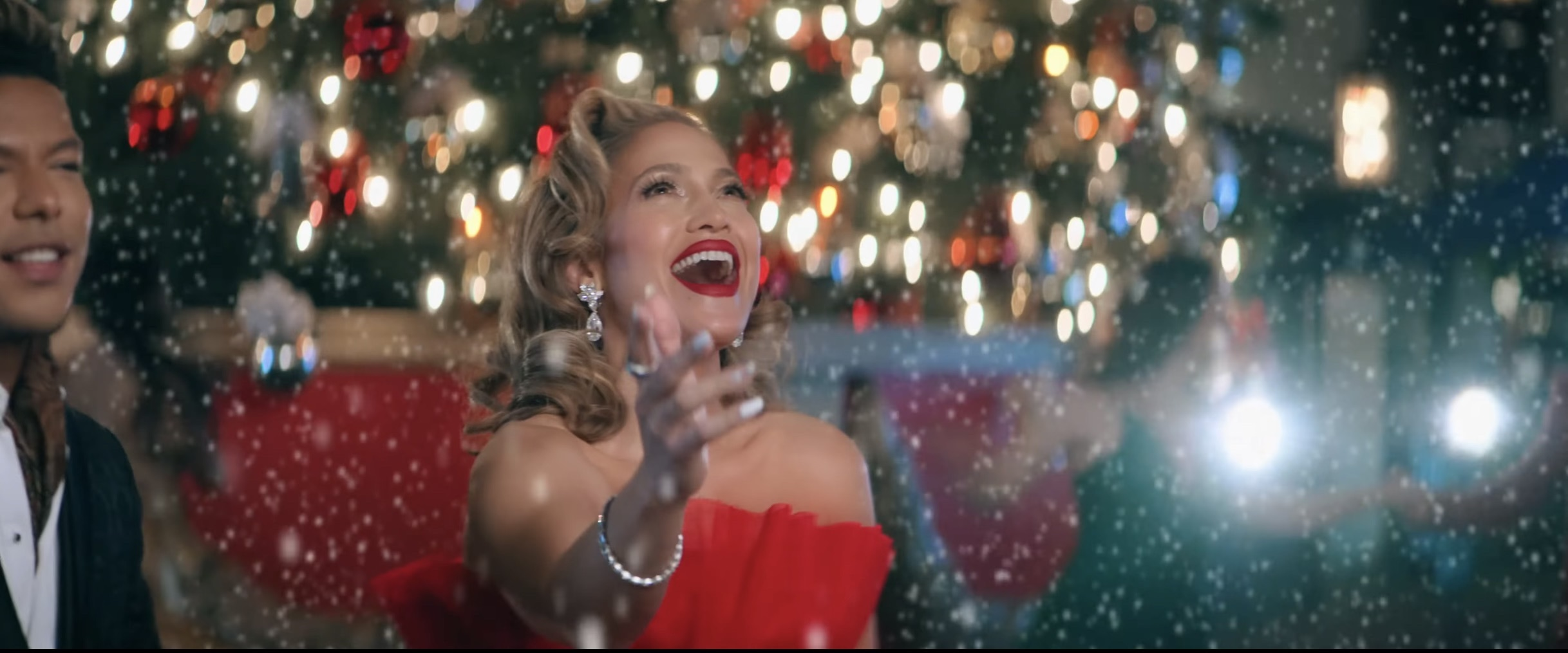 Santiago Salviche Stevie JLO the most wonderful time of the year-12